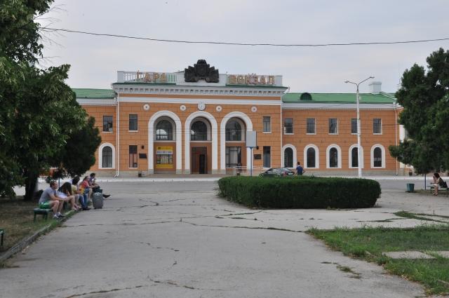 Bahnhof Tiraspol. Das Fenster rechts neben dem Eingang ist den Grenzbeamten vorbehalten