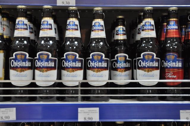 Beim Alkohol werden gern Grenzen überwunden: der Sheriff-Supermarkt verkauft auch moldawisches Bier