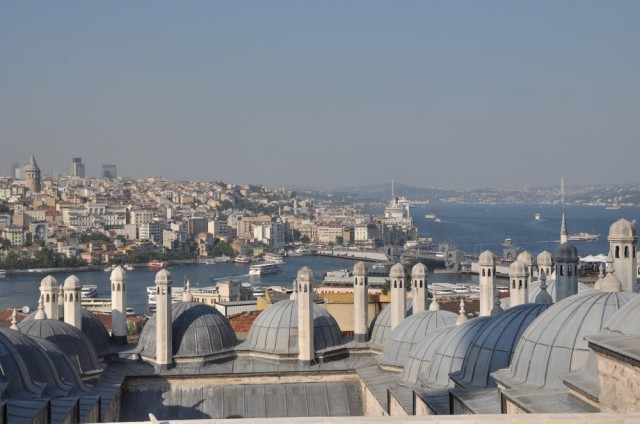 Blick von der Süleymaniye Moschee auf den Bosporus und Bosporusbrücke