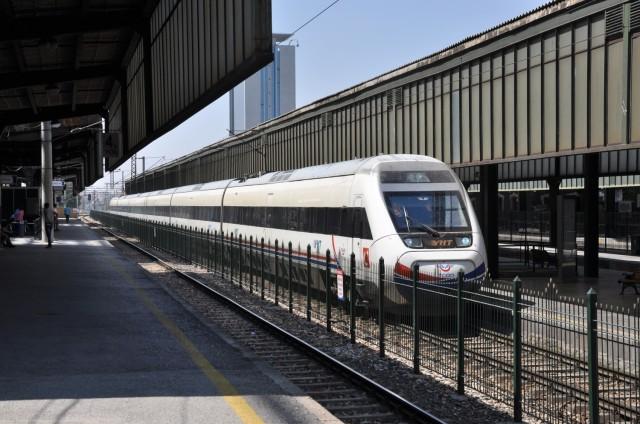 Fahrt mit dem YHT von Istanbul nach Ankara, hier im Bahnhof Ankara