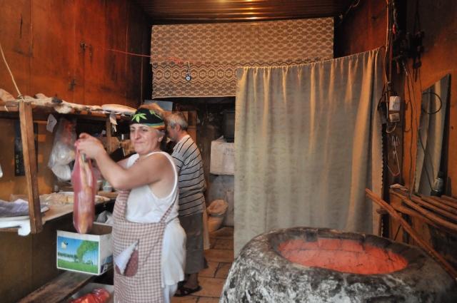 Lavasch ist ein beliebtes Brot in den kaukasischen Staaten, das in dem Tandori-Ofen gebacken wird