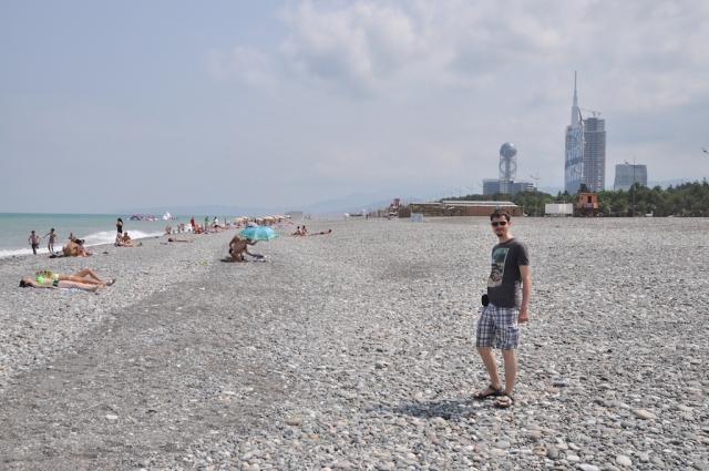 Im Gegensatz zur feinen Scharzmeerküste in Odessa, ist sie in Batumis steinig wie am Elbufer