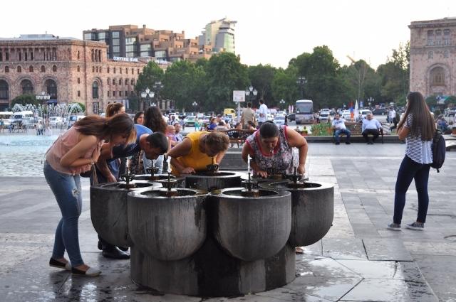 In der ganzen Stadt gibt es Trinkwasserbrunnen, an denen man sich im Vorbeigehen erfrischen kann. Ist es in Deutschland dafür zu kalt?