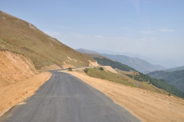 Fahrt auf dem Tanklaster auf der 2500 m hohen Passstraße in Richtung Iran