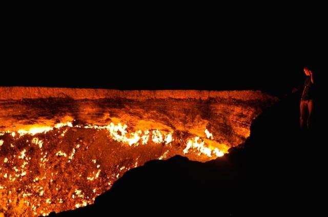 Das ist Turkmenistan: ein 70 m breiter Gaskrater mitten in der Wüste und niemanden stört's