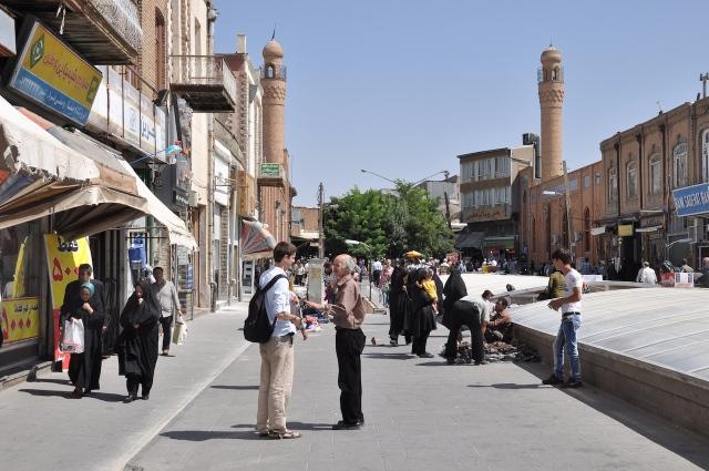 Tabriz, Martin lässt such von unserem Teppichhändler den Basar zeigen