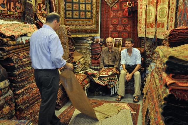 Teppichkauf im Basar