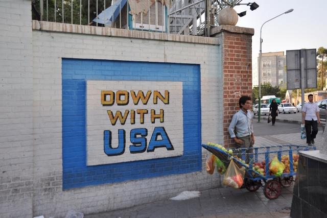 Auf die USA ist man hier nicht gut zu sprechen. Seit vierzig Jahren ruhen die diplomatischen Beziehungen, die vor Kurzem wieder aufgenommen wurden. Das Graffiti wurde bereits entfernt