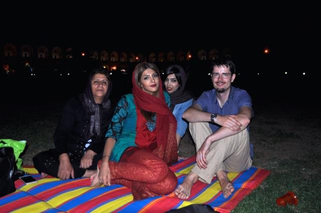 In Esfahan auf der Wiese. Selten habe ich Martin so lächeln sehen