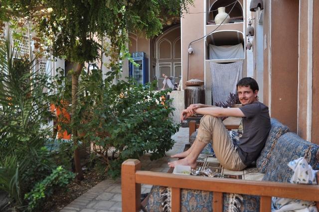 Siesta im Innenhof in Yazd