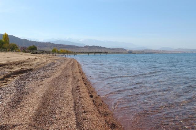 Leben am Issyk-Kul-See, der mit 1600 m der zweitgrößte Gebirgssee der Erde ist