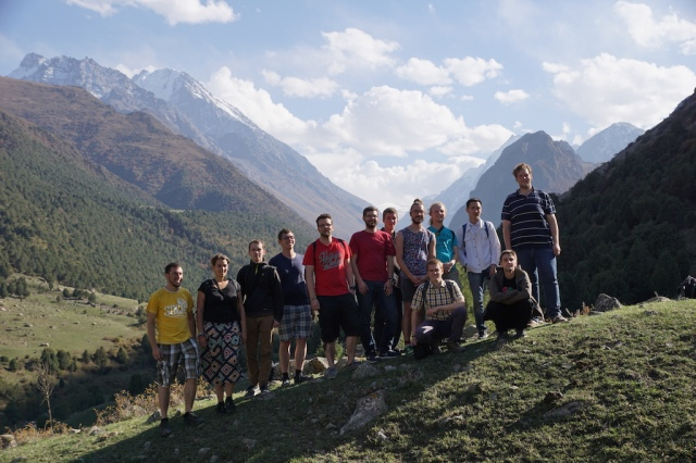 Versammelte Mannschaft auf Ausflug mit der Uni von Bishkek @Hannes