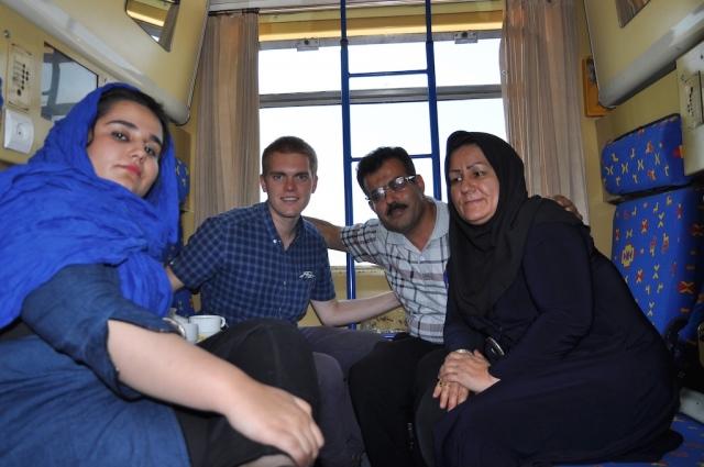 Niloofar, Esmaeil und Roya sind gern gesehene Gäste in meinem Abteil mit Kuchen und Tee