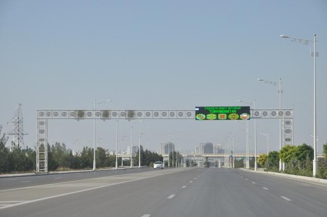 Ashgabat, ein Traum für Autofahrer