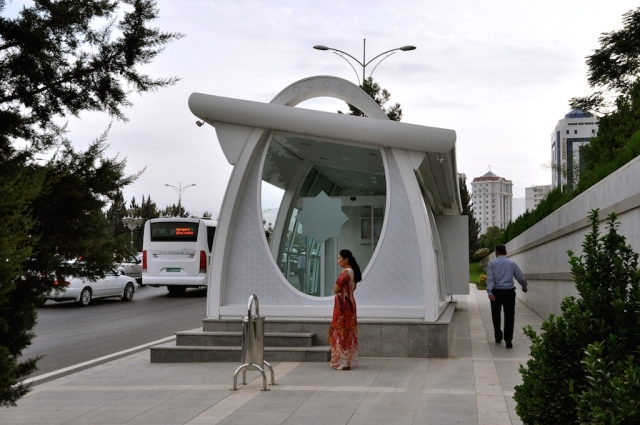 Investitionen im ÖPNV wie diese klimatisierte Bushaltestelle