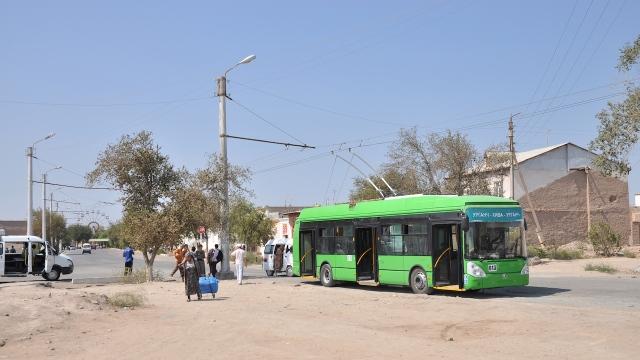 Endstation des Trolleybusses, Abfahrt erst bei Ankunft des Folgekurses.